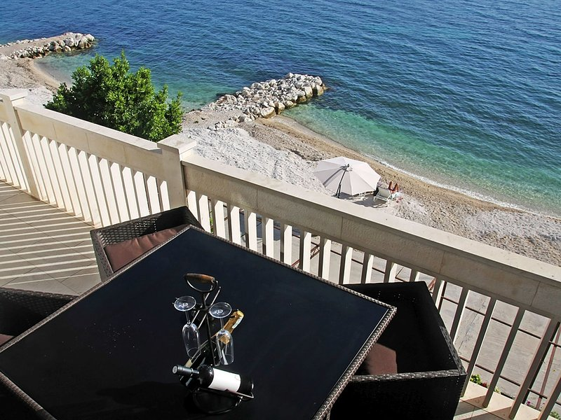 Luxurious Beach front apt. with private: beach, parking, BBQ, magnificent views., vakantiewoning in Jesenice