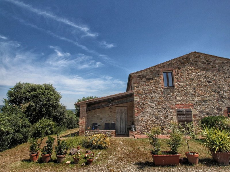 Heritage Cottage in Casole d'Elsa with Terrace, alquiler vacacional en La Selva