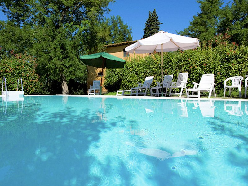 Farmhouse in large garden with private pool on the hills of Pisa, alquiler vacacional en Ghizzano