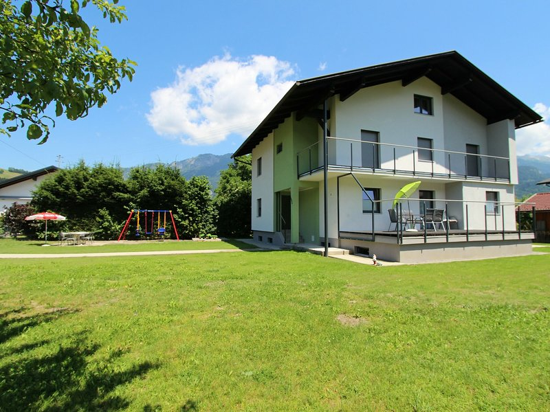 Nice apartment in detached house with large garden close to town centre and ski, alquiler de vacaciones en Kötschach-Mauthen