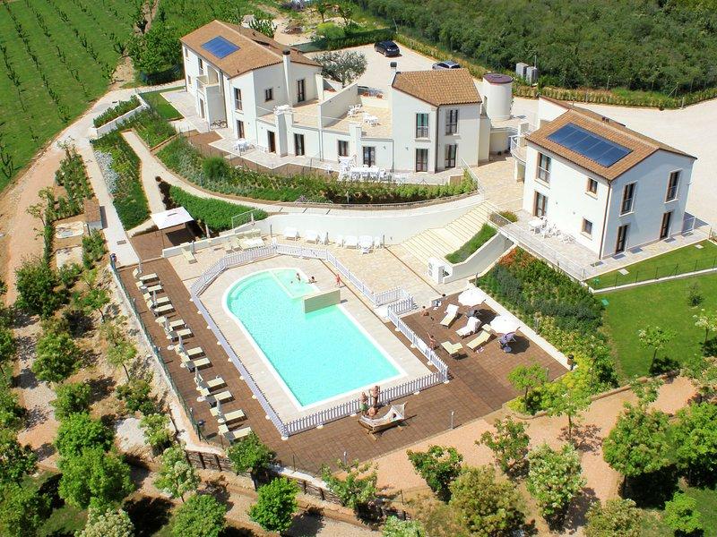 Modern Holiday Home in Pedaso with Pool, alquiler de vacaciones en Altidona