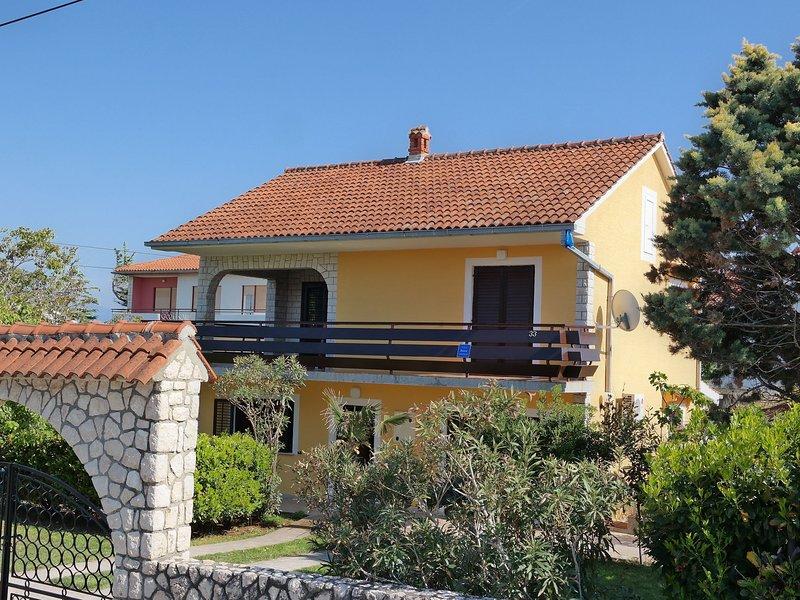 Nice studio apartment , 300 m distant from the beach !, location de vacances à Polje