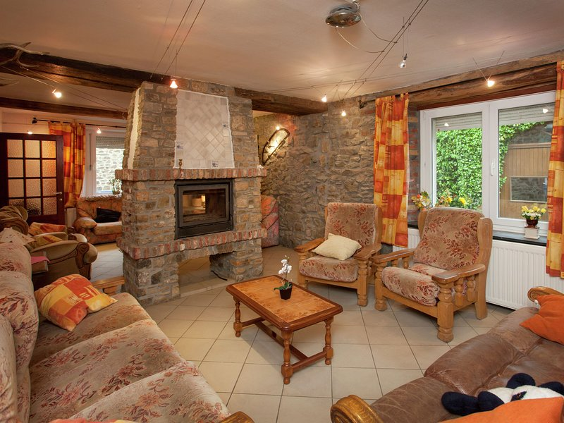 Charming Holiday Home in Awenne with a Beautiful Terrace, holiday rental in Resteigne