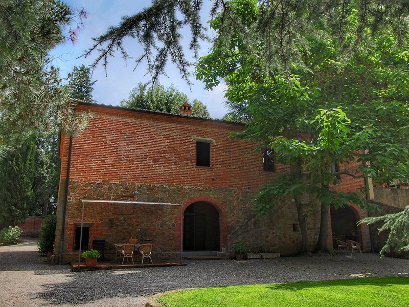 Quaint Villa in Sinalunga, with swimming pool, holiday rental in Scrofiano