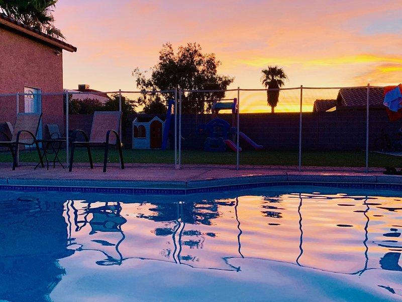 Vegas Private Guest House + BBQ & Pool, location de vacances à Boulder City