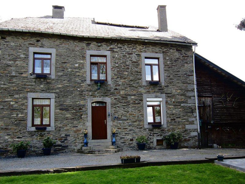 Well maintained holiday home in typical Ardennes style, holiday rental in Wibrin