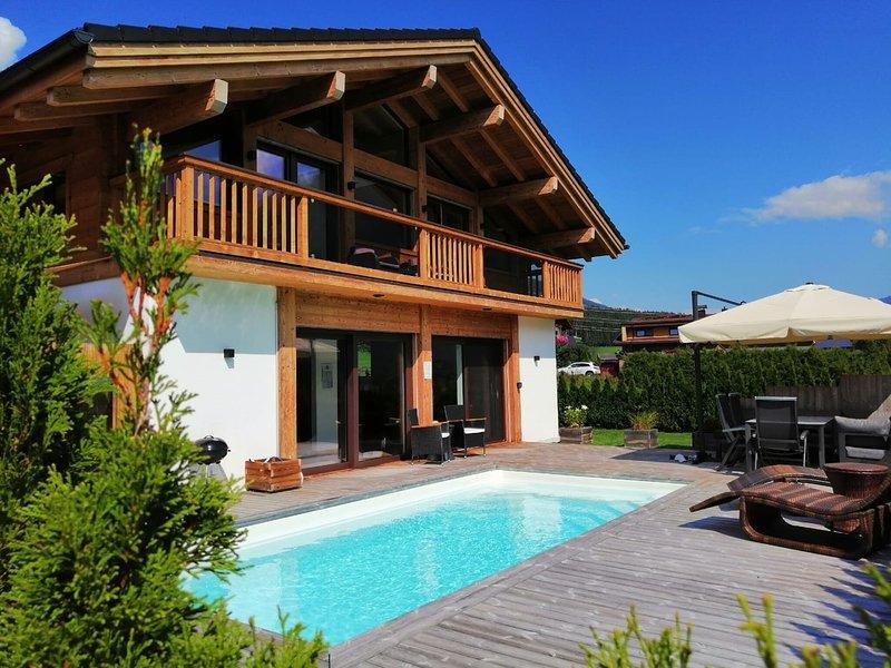Luxurious Chalet in Neukirchen with Private Swimming Pool, vacation rental in Neukirchen am Grossvenediger