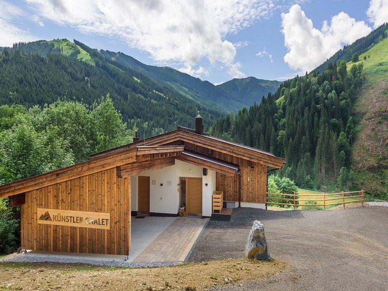 Romantic Chalet in Saalbach-Hinterglemm with Sauna, vacation rental in Viehhofen
