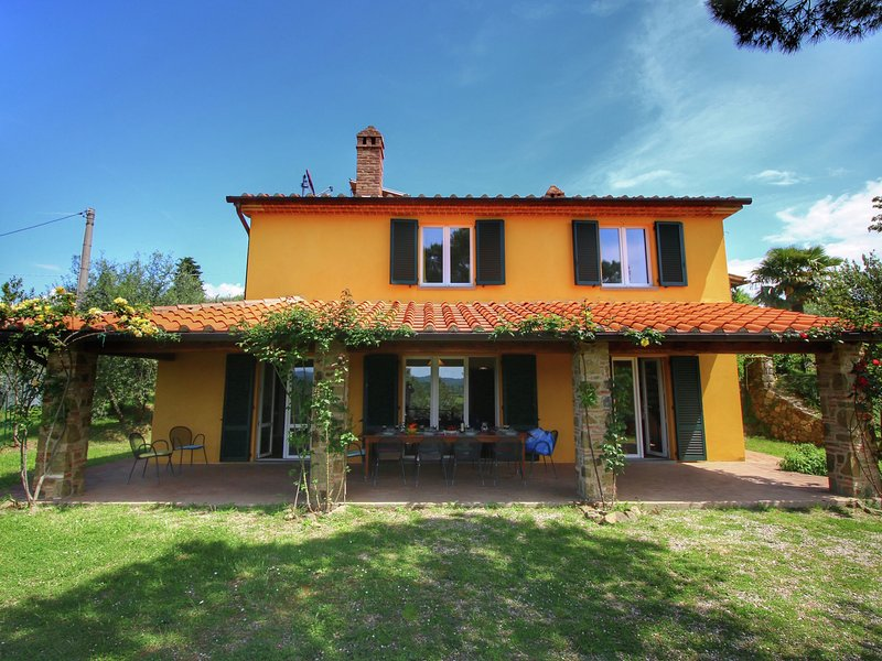 Quaint Villa in Lucignano Italy with Private Pool, vacation rental in Lucignano