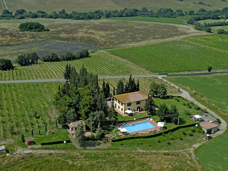 Stunning apartment on the estate from the 13th century, of a noble family, holiday rental in Orciatico