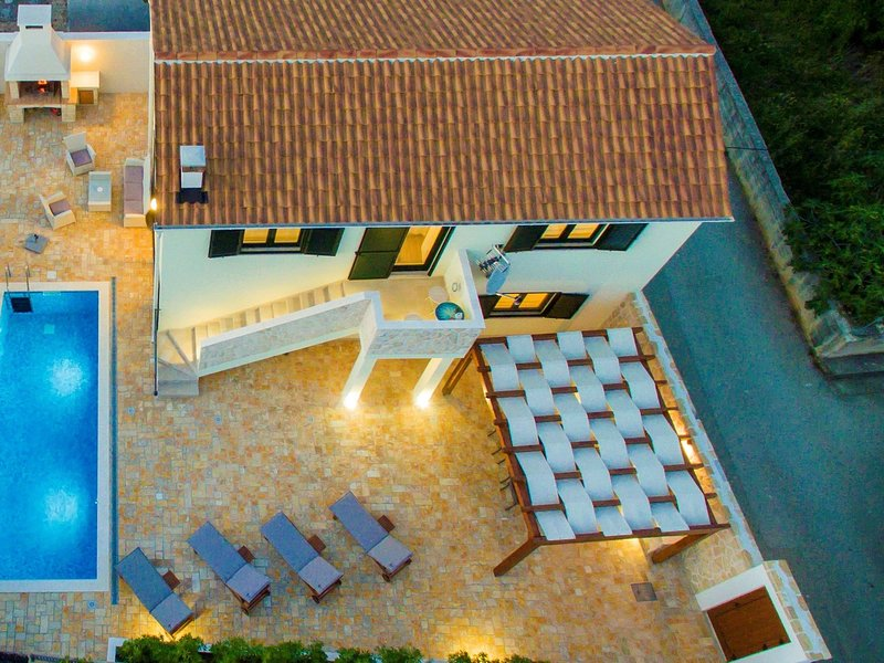 Brend new villa with private pool, fenced garden, nice covered terrace, BBQ, vacation rental in Vinjerac