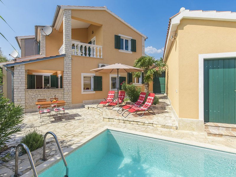 Lovely Villa in Istria with Swimming Pool, holiday rental in Roskici