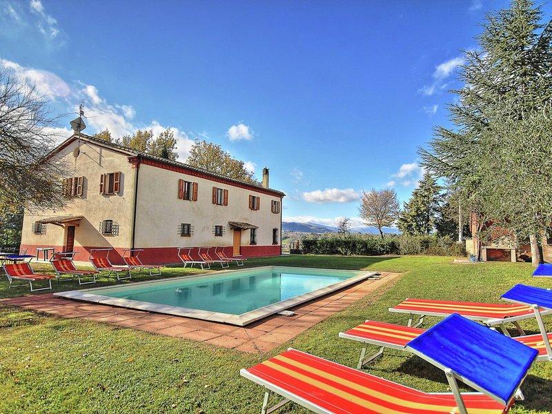 Luxury Villa in Pantana Serraltaa with Swimming Pool, holiday rental in Montefortino
