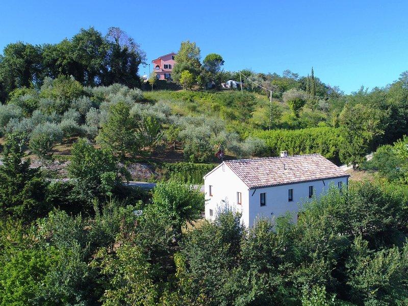 Quaint Farmhouse in Barchi Marche with Private Garden, holiday rental in Mondavio