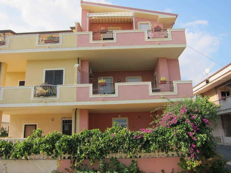 Lavish Sea View Apartment in Capo Rizzuto, vacation rental in Le Cannella
