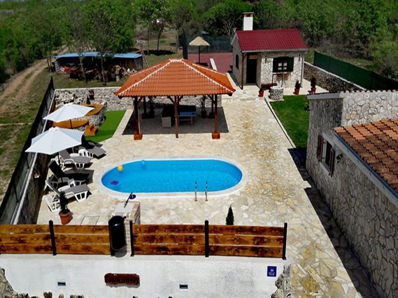 Holiday Home in Zemunik Gornji with Pool, vacation rental in Galovac