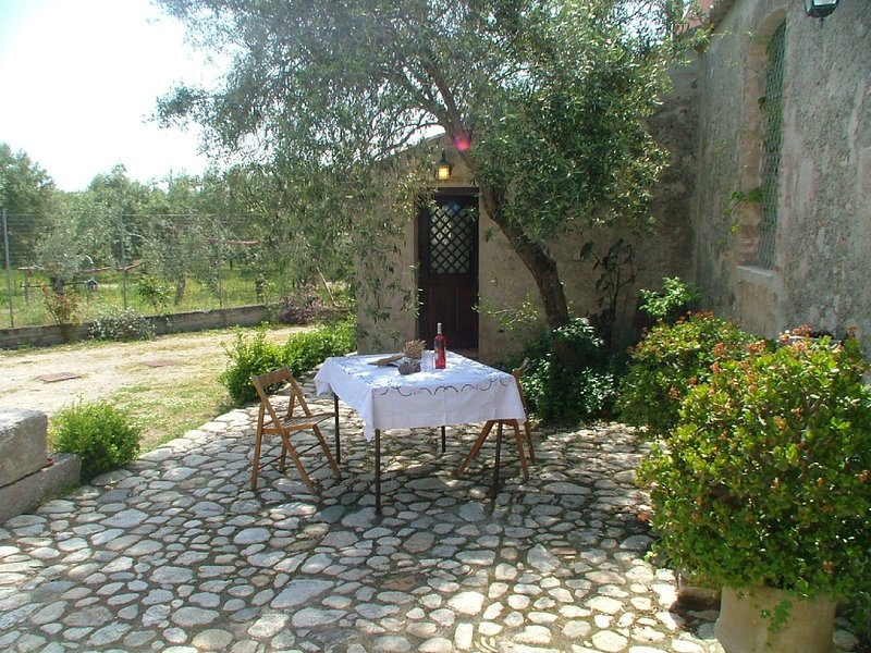 Cozy Holiday Home in Guardavalle with Garden, holiday rental in Monasterace
