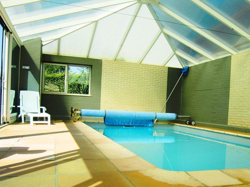 Cottage with swimming pool comprises two separate parts, aluguéis de temporada em Faymonville