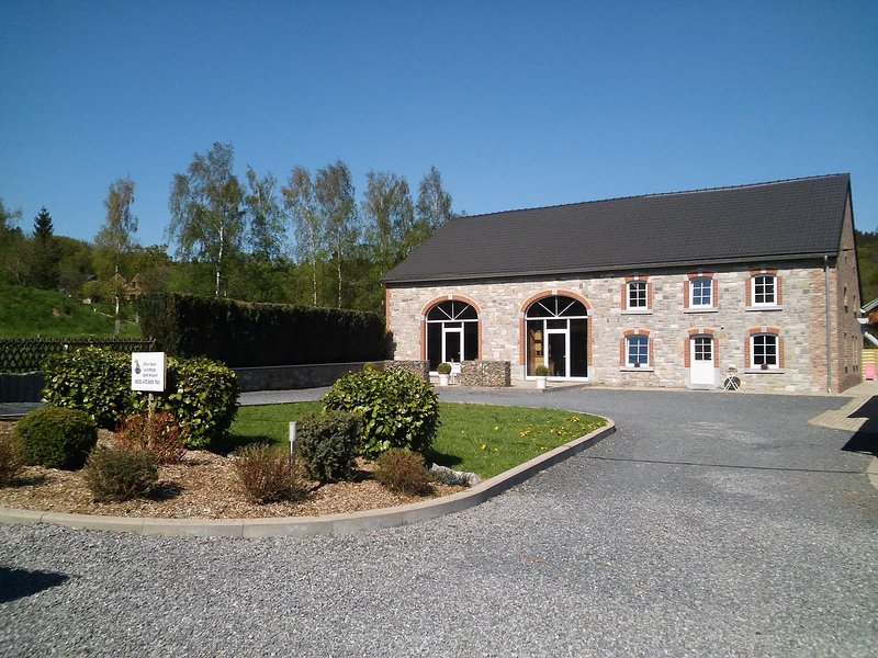 Less than 5km from the motor racing track, vast, elegant, well equipped house, location de vacances à Francorchamps