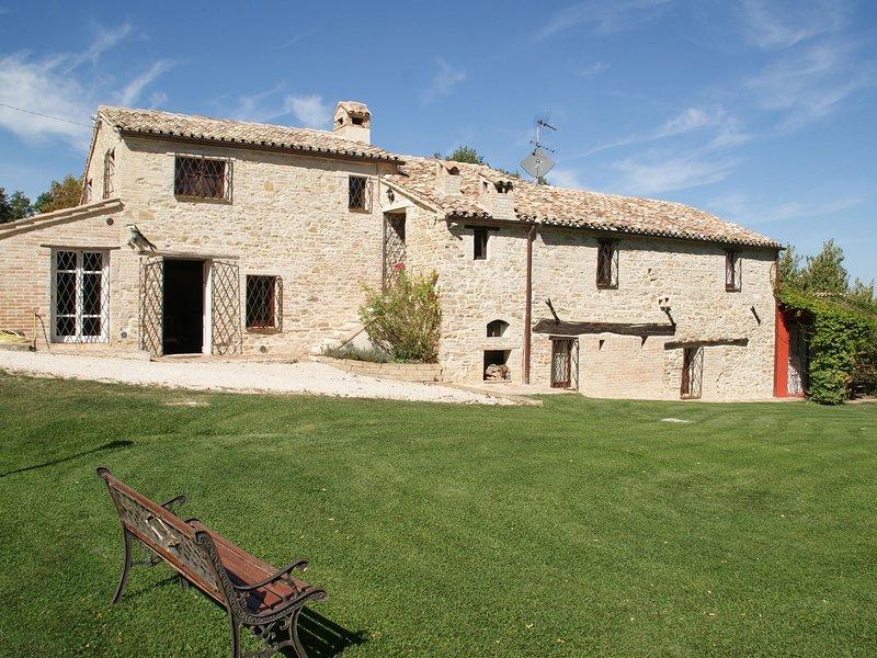 16th Century Holiday Home in Treia with Adrian Coast View, location de vacances à Appignano