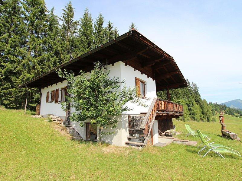 Sunlit Chalet near Ski Area in Hopfgarten im Brixental, aluguéis de temporada em Soll