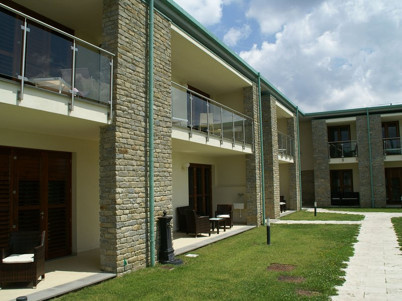 Modern furnished studio with air conditioning in Chianti, vacation rental in Sambuca