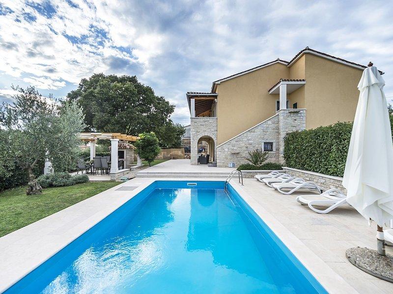 Magnificent Villa in Vrsar with Swimming Pool, aluguéis de temporada em Kruncici