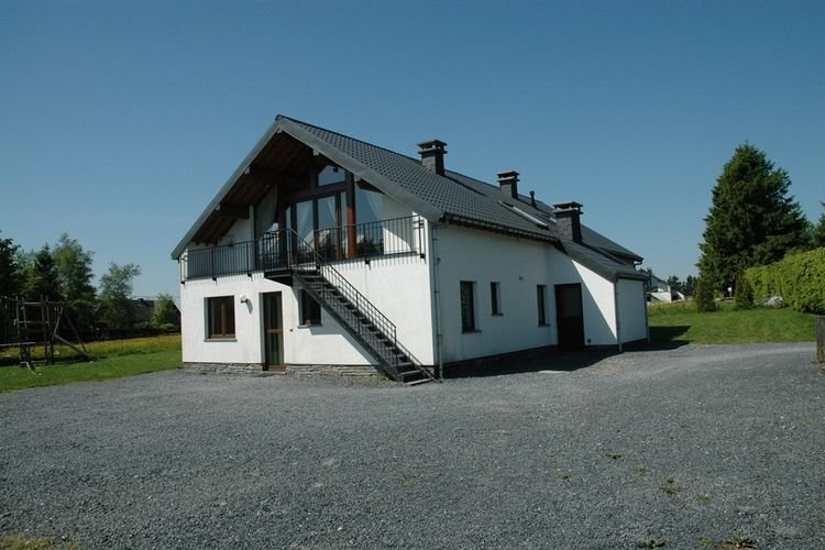 Amazing Holiday Home in Waimes with Private Garden, holiday rental in Sourbrodt