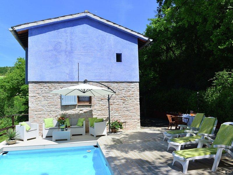 Beautiful Villa in Fabriano Marche withSwimming Pool, location de vacances à Matelica