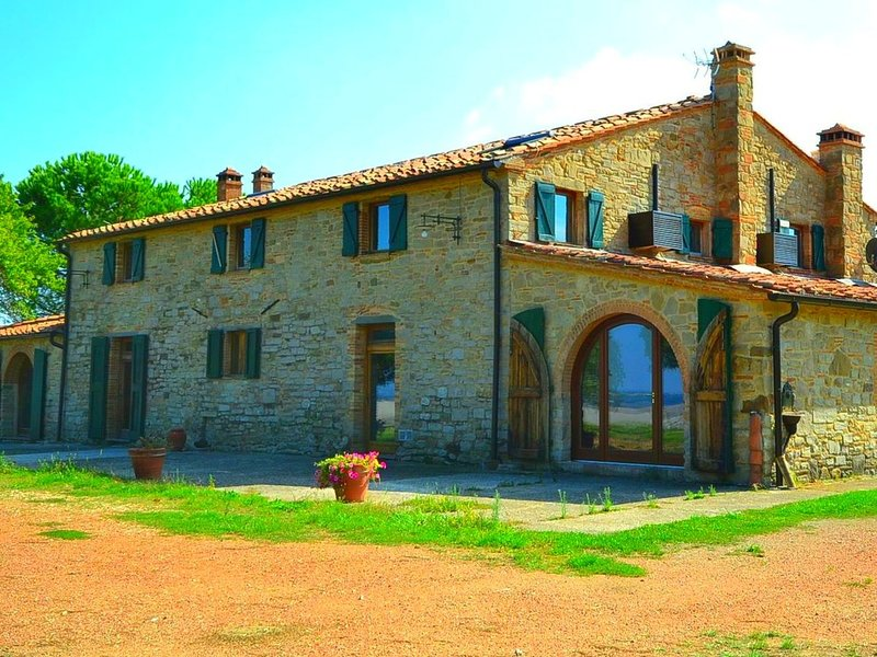 Spacious Holiday House in Chianni Italy With Private pool, aluguéis de temporada em Chianni
