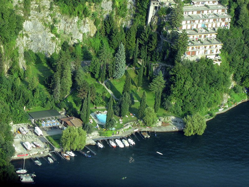 Apartment in residence with terrace and beautiful view of the lake, holiday rental in Palanzo