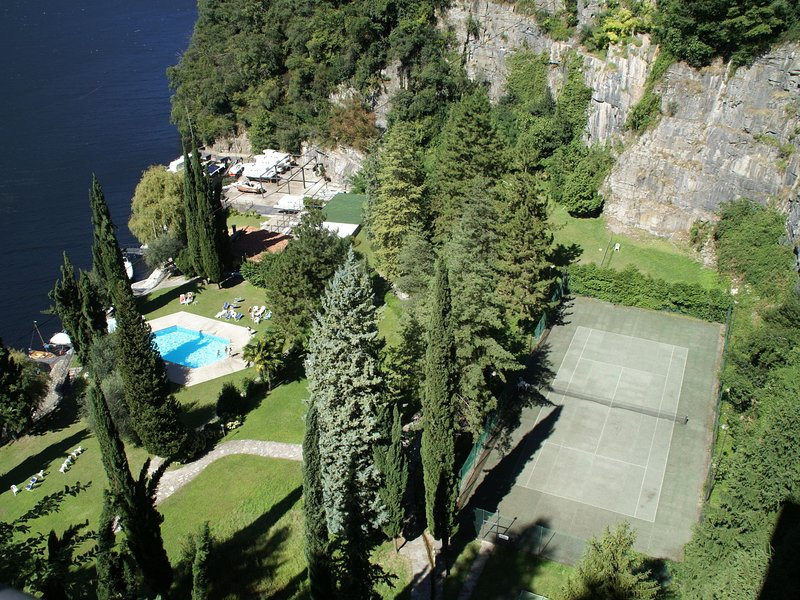Apartment with 2 bedrooms, a large terrace with magnificent view of the lake, holiday rental in Palanzo