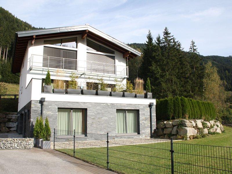 Lovely Apartment in Untertauern near Ski Bus Stop, holiday rental in Forstau