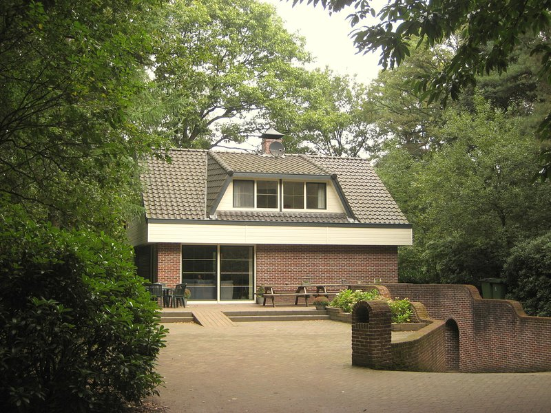Luxurious villa on large woody and enclosed terrain, location de vacances à Woudenberg