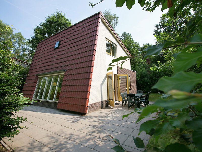 Detached forest villa with dishwasher, located in De Veluwe, holiday rental in Otterlo
