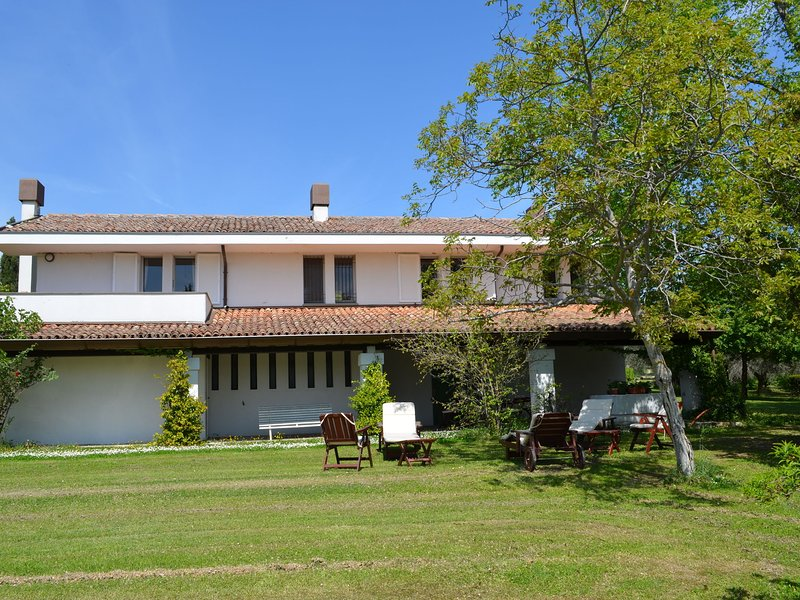 Villa with garden and splendid panorama, only a few kilometers from the coast, vacation rental in Pietracuta