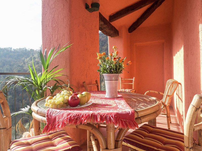 Located in the village of Caio immersed in the vegetation of the Mediterranea, location de vacances à Stellanello
