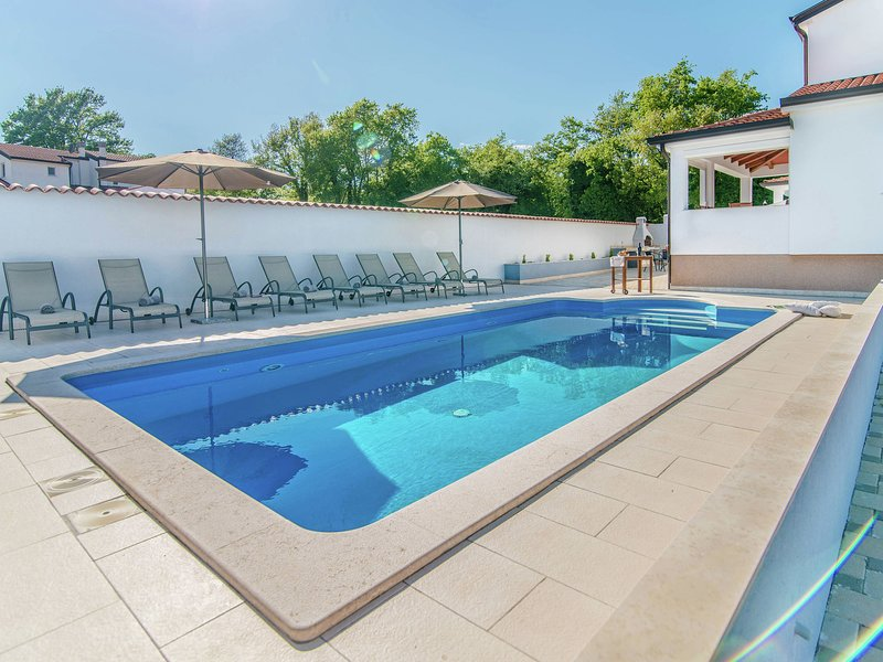 Modern villa in a quiet setting, private pool and sun deck, near Porec, holiday rental in Zikovici