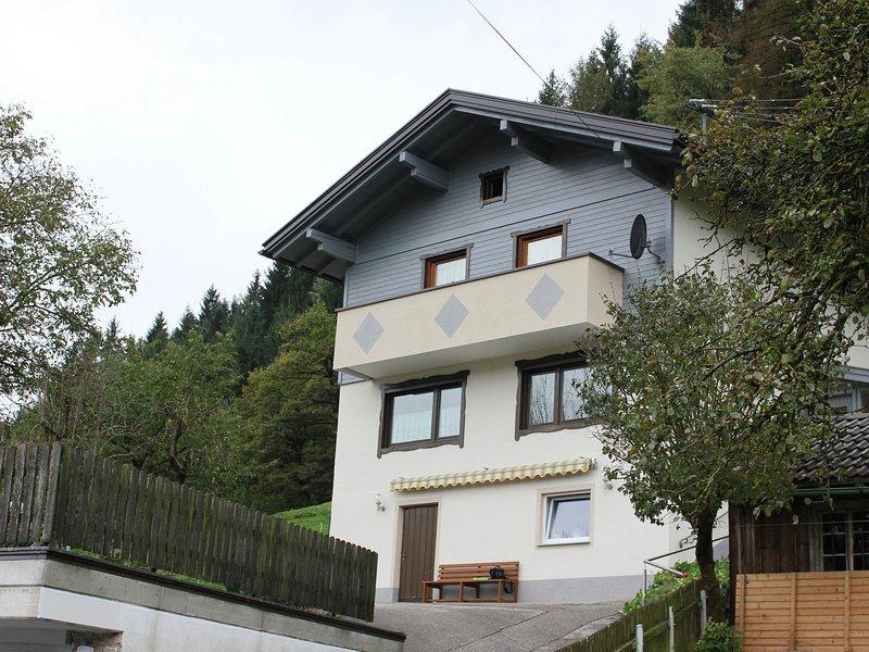 Modern Holiday Home in Fügen near Ski Area, aluguéis de temporada em Fugen