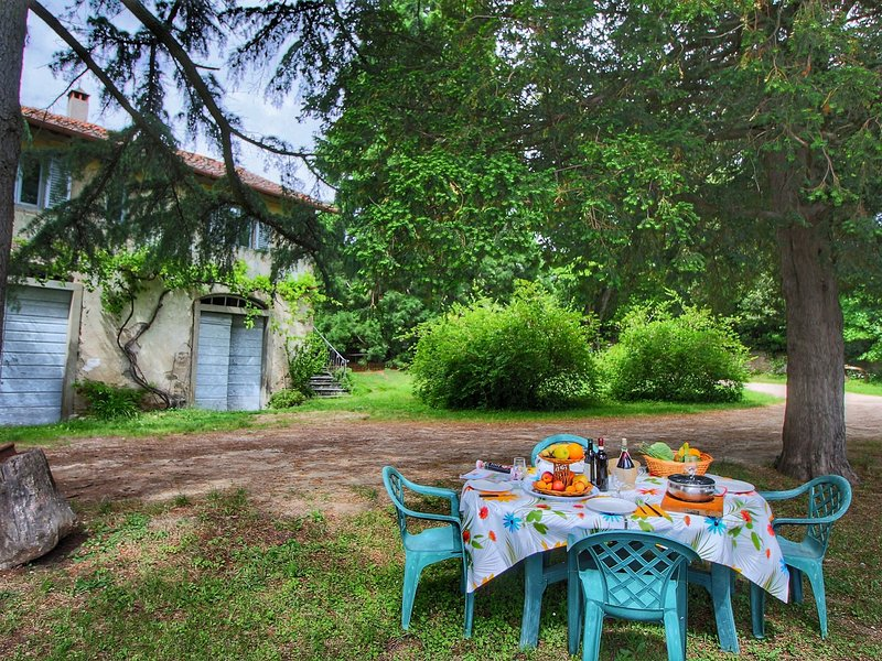 Charming cottage in a wing of an old vineyard on an estate, holiday rental in Contea
