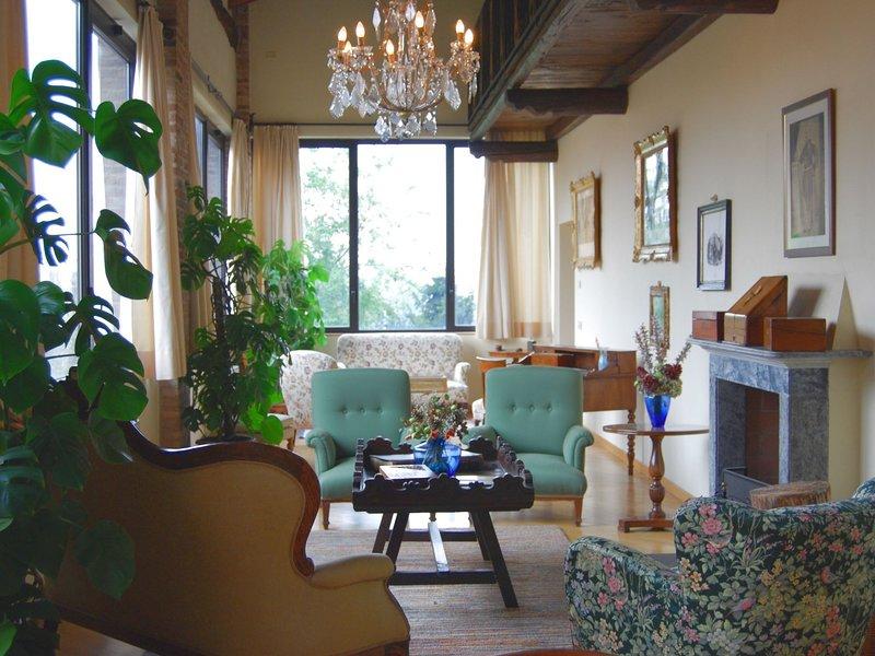 Spacious Villa in Capriolo near Lake, location de vacances à Cologne