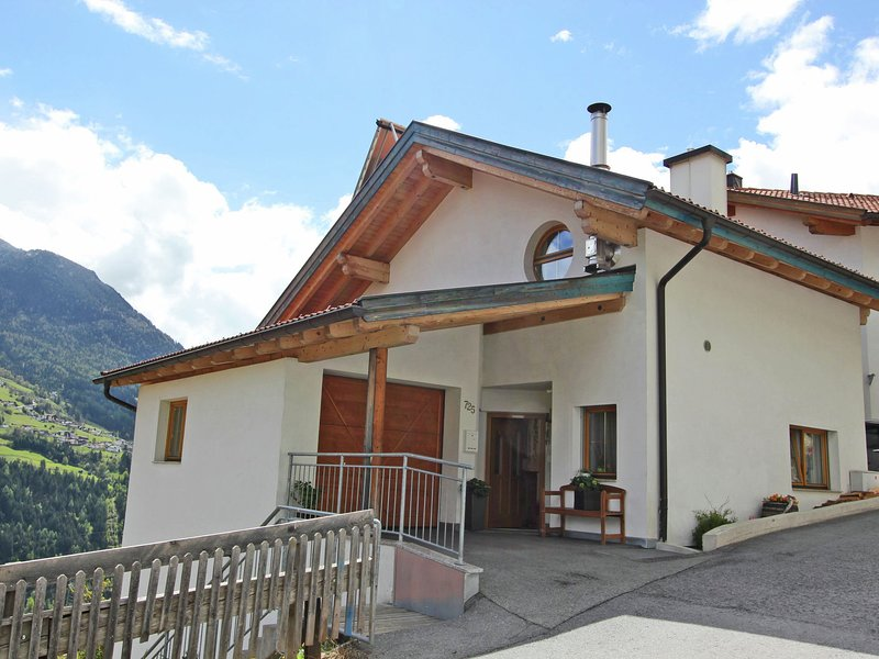 Cozy Apartment in Wenns with Mountain View, holiday rental in Wiese
