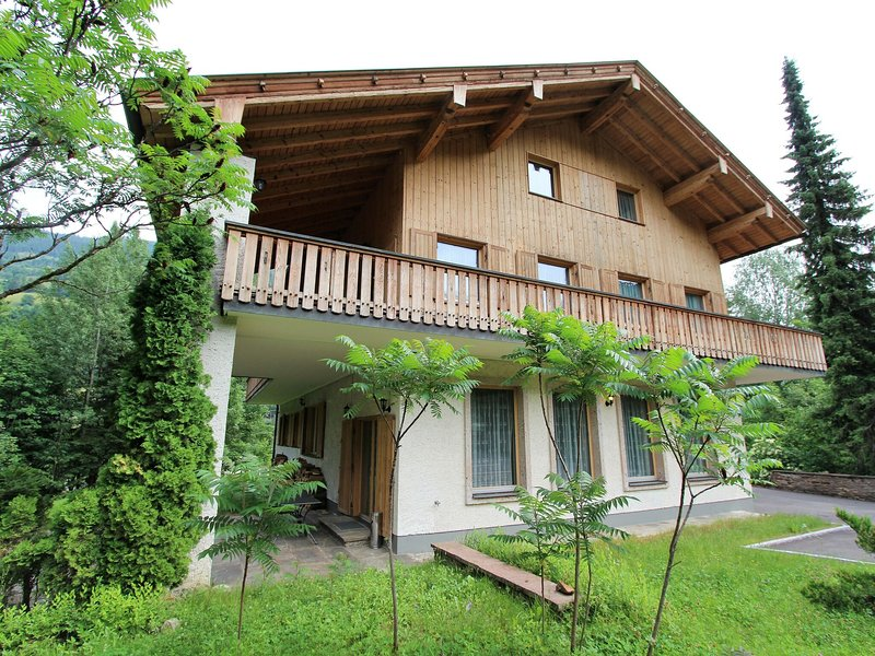Wooden Holiday Home with Terrace in Rangersdorf, holiday rental in Flattach