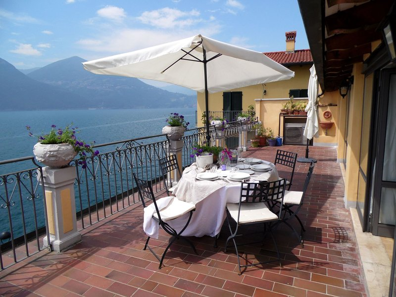 Bright, stylish, facing the lake. Large terrace with magnificent views., vacation rental in Sale Marasino