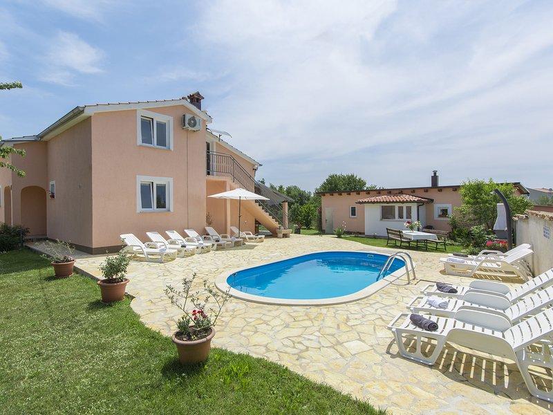 Luxurious Villa in Kaštelir-Labinci with Swimming Pool, holiday rental in Kastelir
