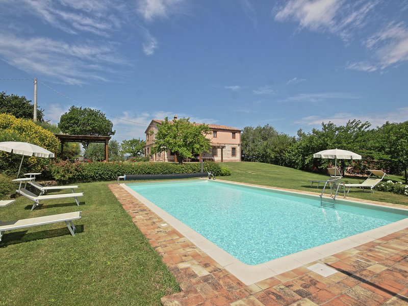 Villa with private pool, stunning views, near sea, holiday rental in Montefortino