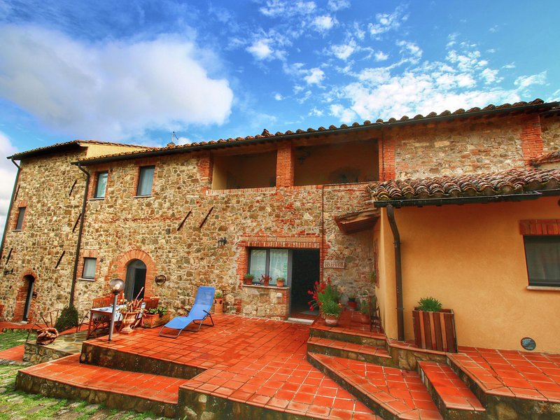 Chaming Farmhouse in Tuscany with Swimming  Pool, vacation rental in Castelnuovo dell'Abate