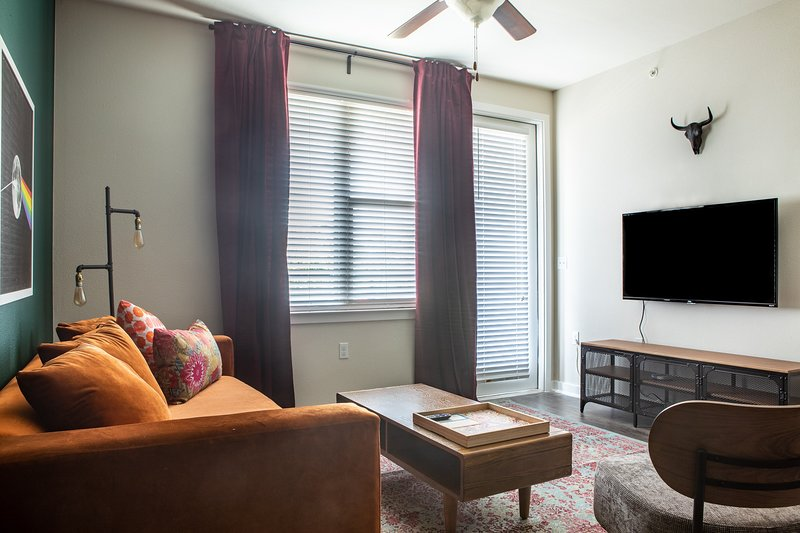 1BR South Congress Apt #2119 | Pool by WanderJaunt, holiday rental in Manchaca