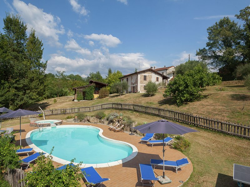 Farmhouse located in the beautiful Aulla in Northern Tuscany, vacation rental in Barbarasco