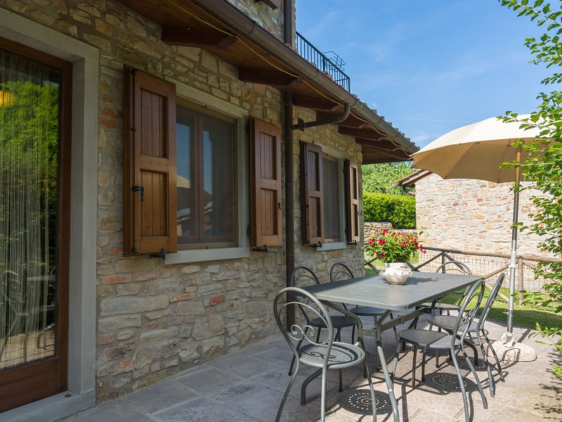 Beautiful Cottage in Dicomano with Swimming Pool, vacation rental in San Godenzo